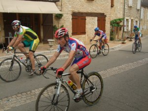 Bike racers in Daglan
