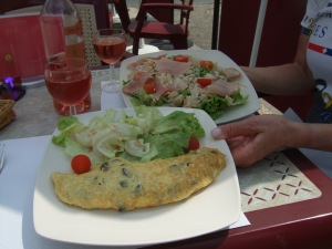 Omelette and salad lunch