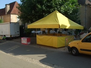 A stand positioned in front of Daglan's fine restaurant