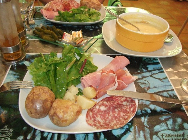 Cheese fondue lunch