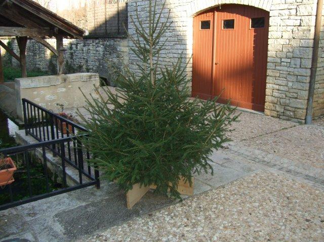 Christmas tree at La Fontaine, Daglan, France