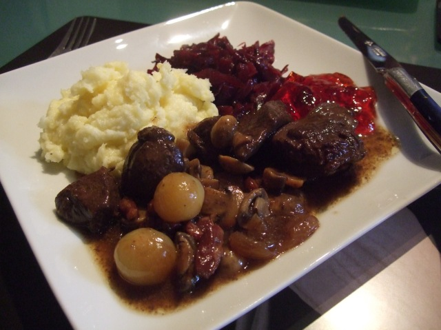 My serving of civet de chevreuil, with mashed potatoes and red cabbage.
