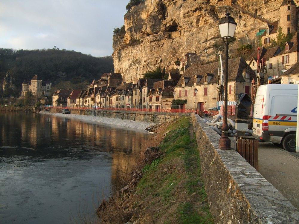 Shutting down a French village (1/5)