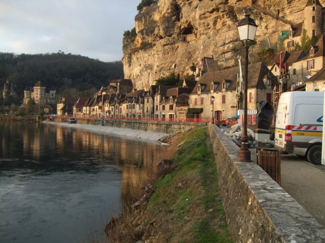 The waterfront of La Roque-Gageac.