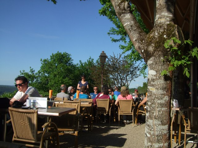 A nicely peopled terrace, at 6:30 p.m.