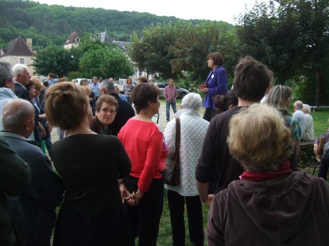 The crowd hears a welcoming speech.