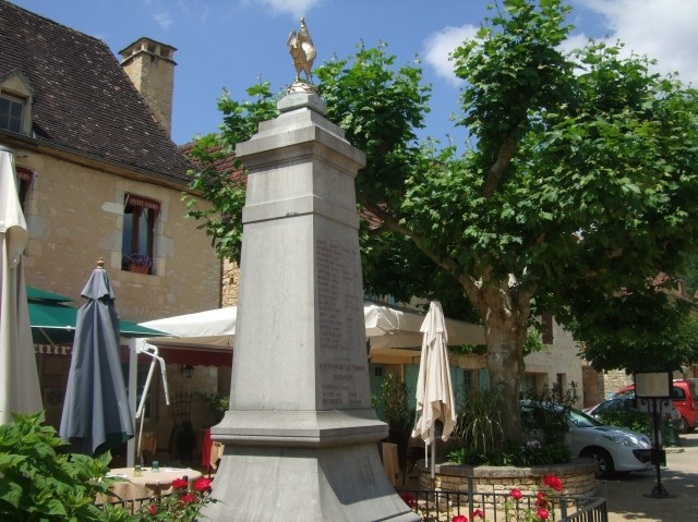 The war memorial in Daglan.