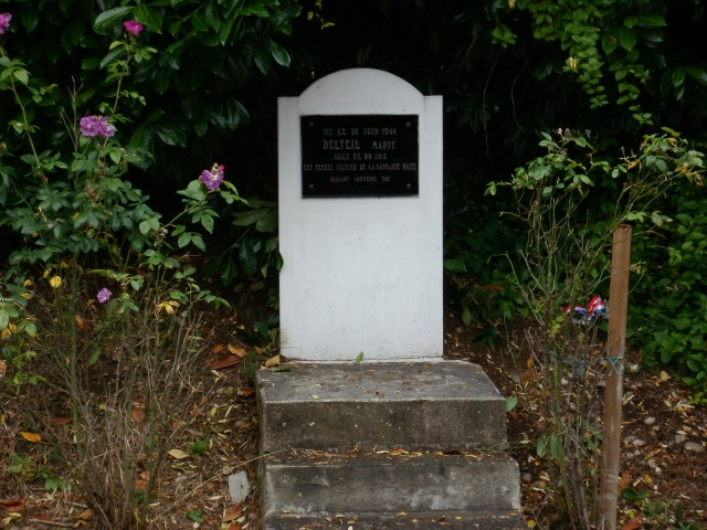 This memorial is on the road between Cénac and La Roque-Gageac.