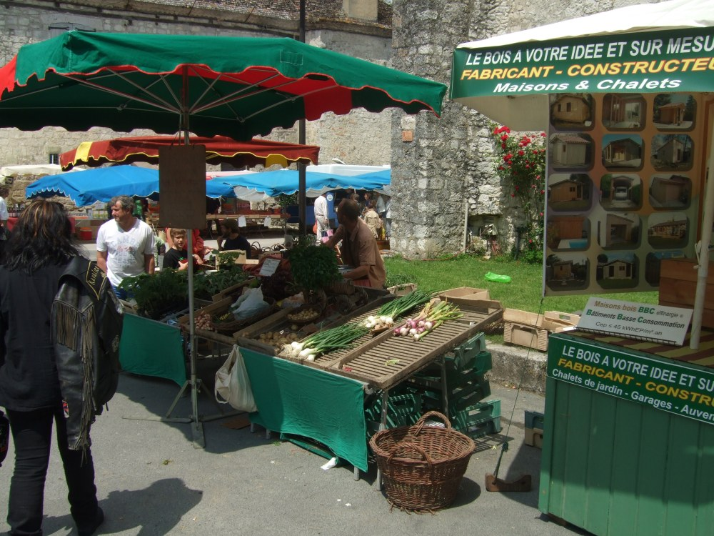 A Sunday market -- in Issigeac (2/6)