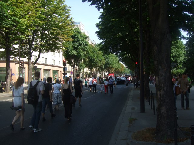 The crowds were headed for the avenue de Champs-Elysée.