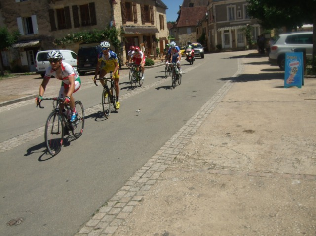 The main bunch of riders starts to thin out, as we reach the end.