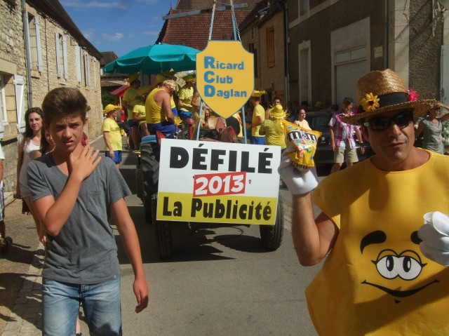 The lead float announces the theme -- défilé is French for parade.