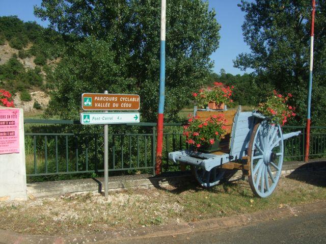 It's 4.4 kilometres along the bike path to Pont Carral.