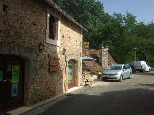 Here's your destination: La Grange aux LIvres.