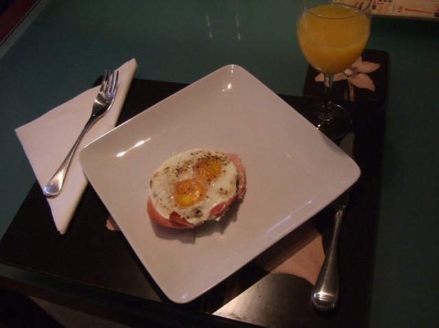 Jan's serving of two eggs on a mushroom base, in a ham cup.