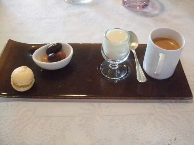 The coffee came with some extra sweets. Very nice.