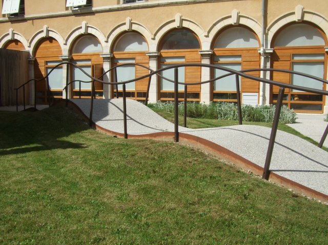 "La Roseraie's ""waving sidewalk"" for physiotherapy patients."