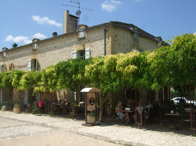Just outside Monpazier's stone walls sits the Bistrot 2.