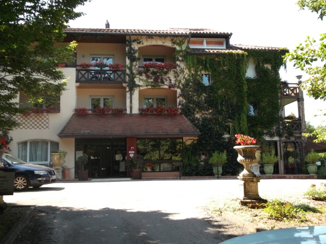 The front entrance to the hotel, and its restaurant.