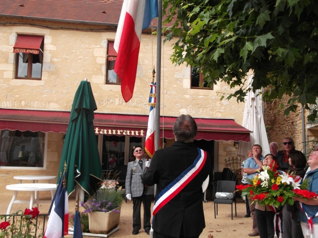 The flag of France is raised over Daglan.