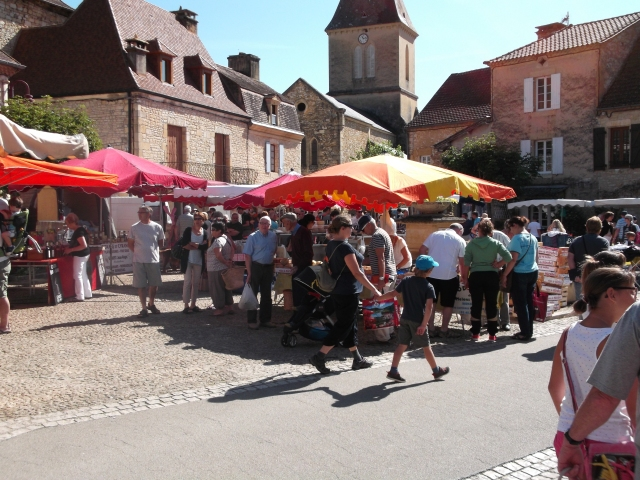 Daglan's weekly market in action.