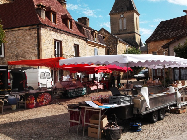 Daglan's Sunday market -- but where are the shoppers?