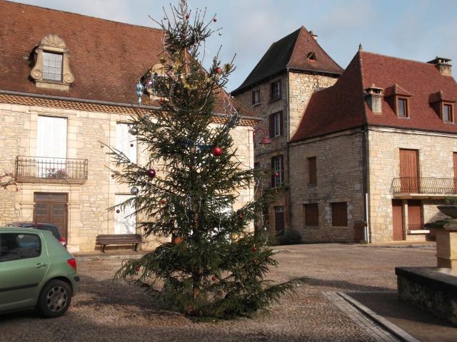 Behold! Daglan's main Christmas tree for 2014.