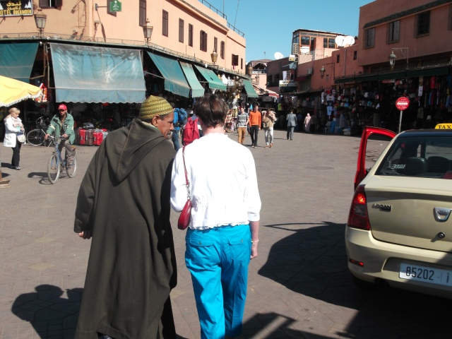 Our guide walks with Jan across the square and towards the souk.
