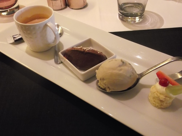 Coffee and some small desserts.