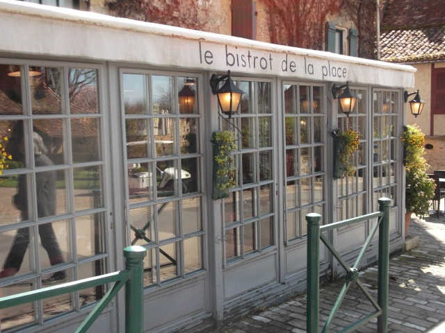 Here's the front of the bistro in Trémolat.