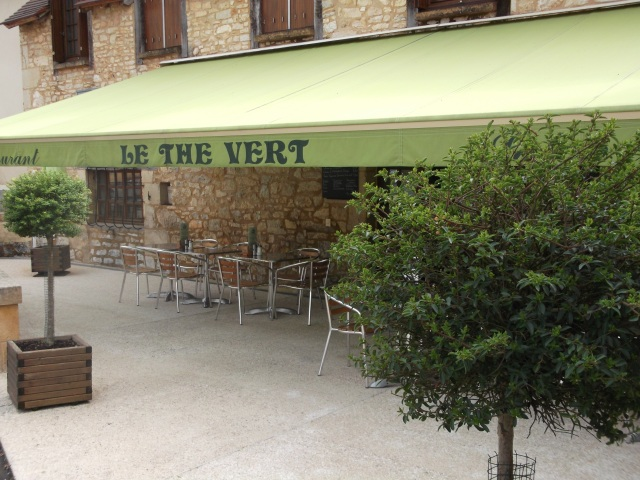 The front patio of Le Thé Vert in Daglan.
