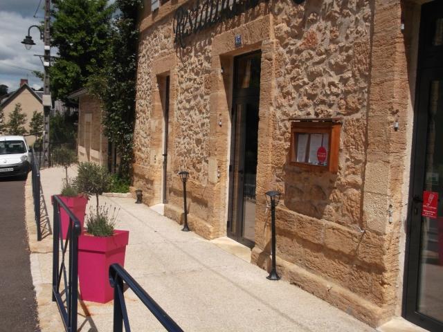 The entrance to Le Grand Bleu.