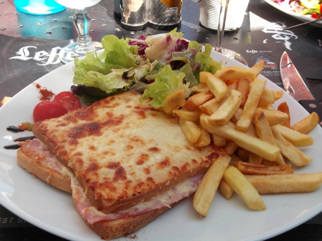 A tasty lunch plate for just nine euros.