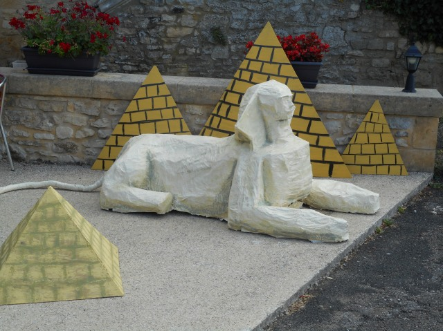 The Sphinx, with pyramids, all set to greet visitors.