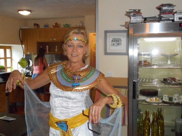 Showing off that complete Ancient Egypt look.