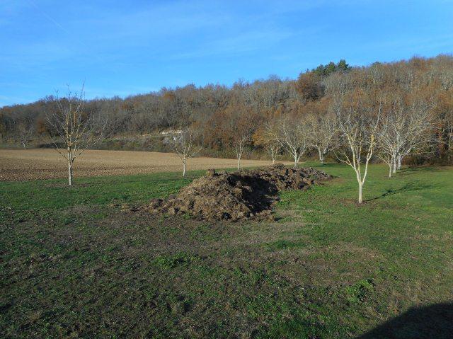 The brown hills of Daglan.
